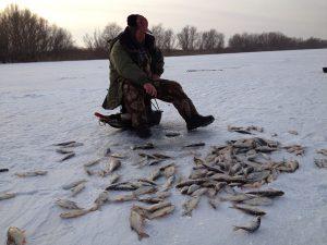 Какую прикормку использовать для ловли карася зимой